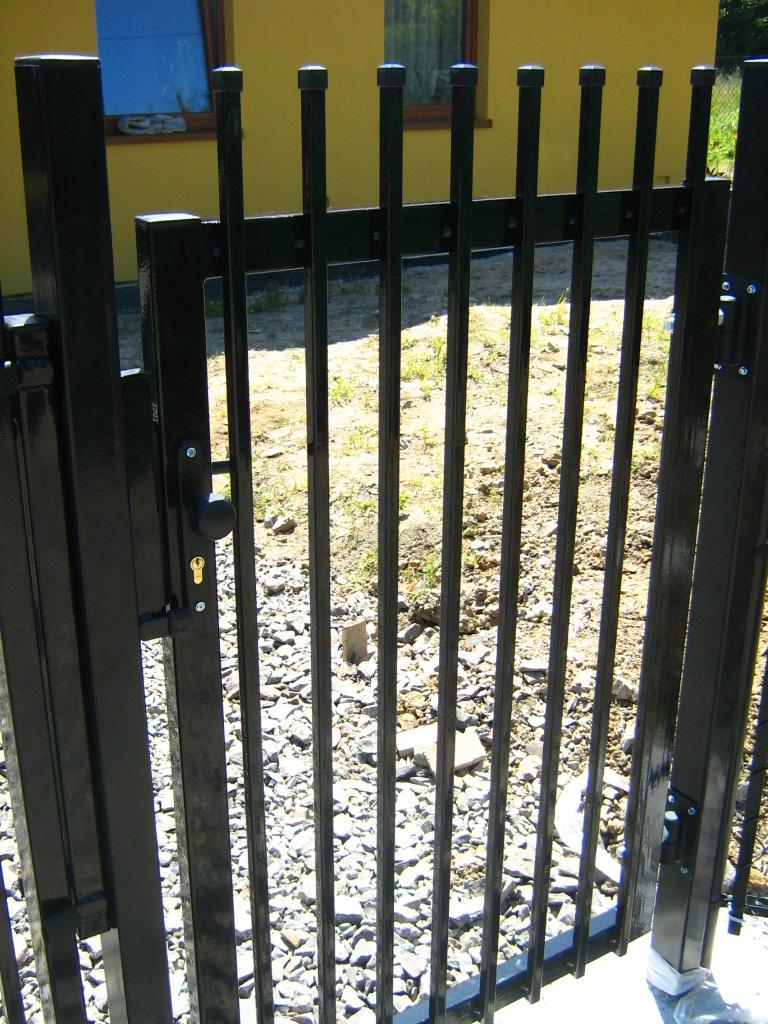 sklep ogrodzenia profesjonalny montaż furtki montaż gate